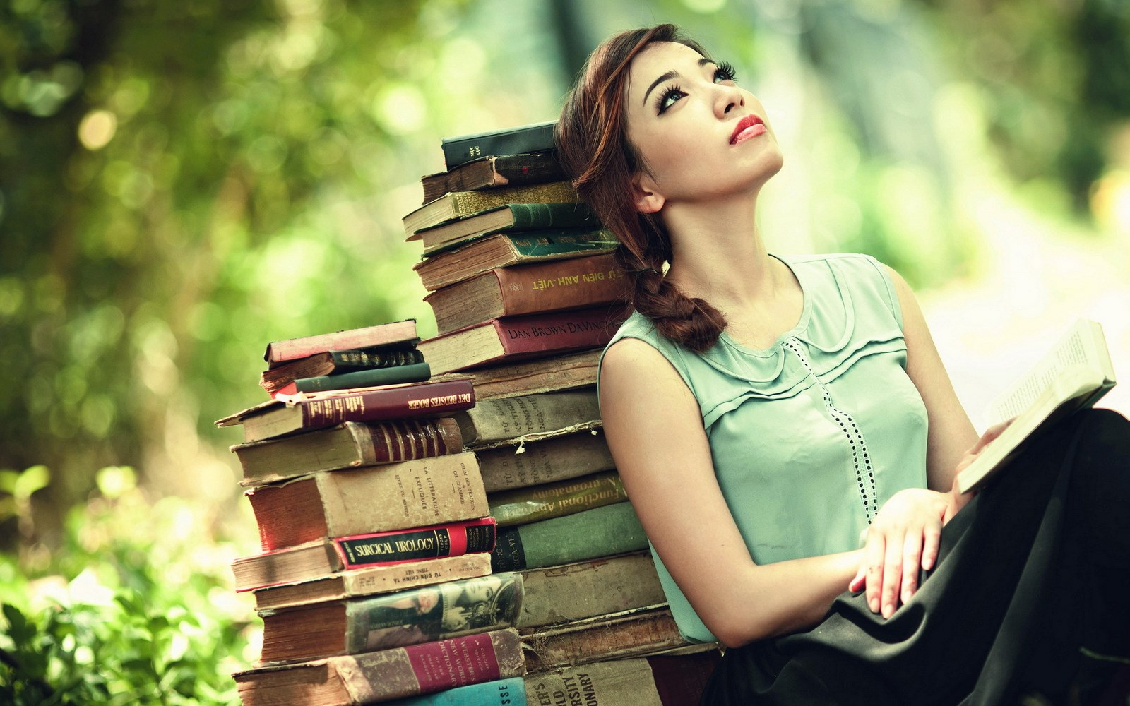 Girl-With-A-Book-Photo-Shot